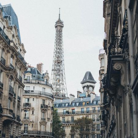Invisibly Allergic Peanuts in Paris